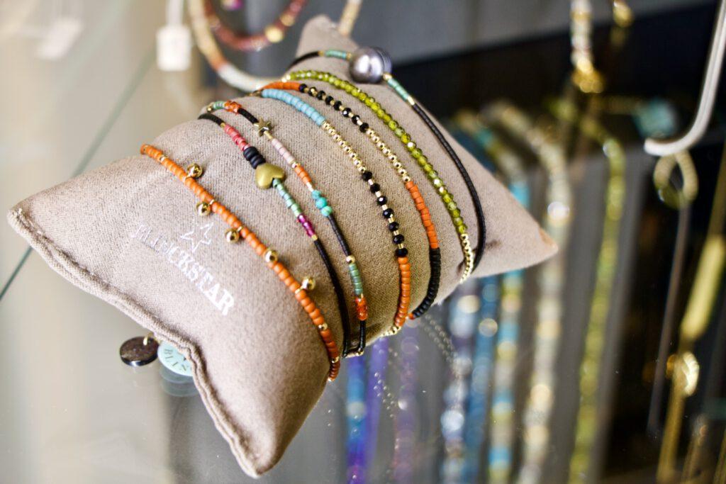Armbänder mit Halbedelsteinen