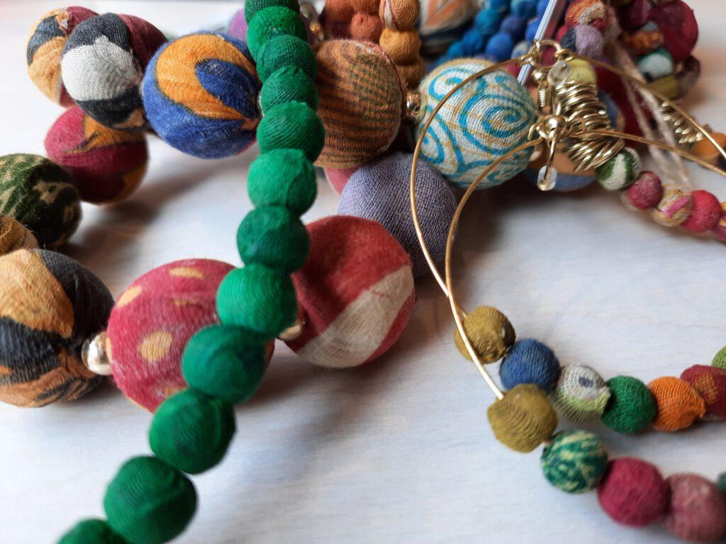 aus Saris recycelt